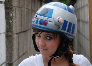 Amazing R2D2 helmet, creation of Jenn Hall, via www.neatorama.com
