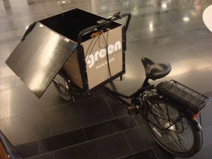 Extra-heavy-duty cargo trike at 'Green' market in Malmo. (Click to expand).