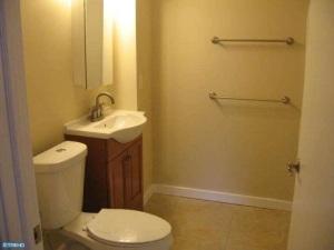 Bathroom at 80 Nassau Street #2a. (click to expand.)