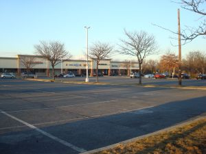 Mall on Rt 27 near Princeton on Black Friday with loads of free parking spaces. (Click to expand.)