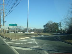 Jughandle entrance to Princeton from Route 1 at Harrison Street. A pilot scheme which closed this intersection led to traffic chaos around Princeton in 2012. (Click to expand.)