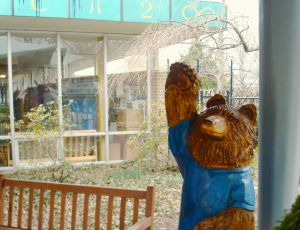 A friendly bear at the door to Community Park Elementary in Princeton. (click to expand.)